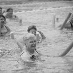 שחיה טיפולית במורפיט - מרכז ספורט, בריאות, וכושר במרכז - תמונת שחור לבן