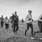 קבוצת ריצה בפארק הירקון - תמונת שחור ולבן