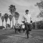 קבוצת ריצה בפארק הירקון - תמונת שחור ובן