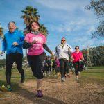 אנשים רצים בפארק הירקון