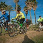 רוכבים על אופניים בפאר הירקון