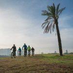 קבוצת רכיבה על אופניים בפארק הירקון