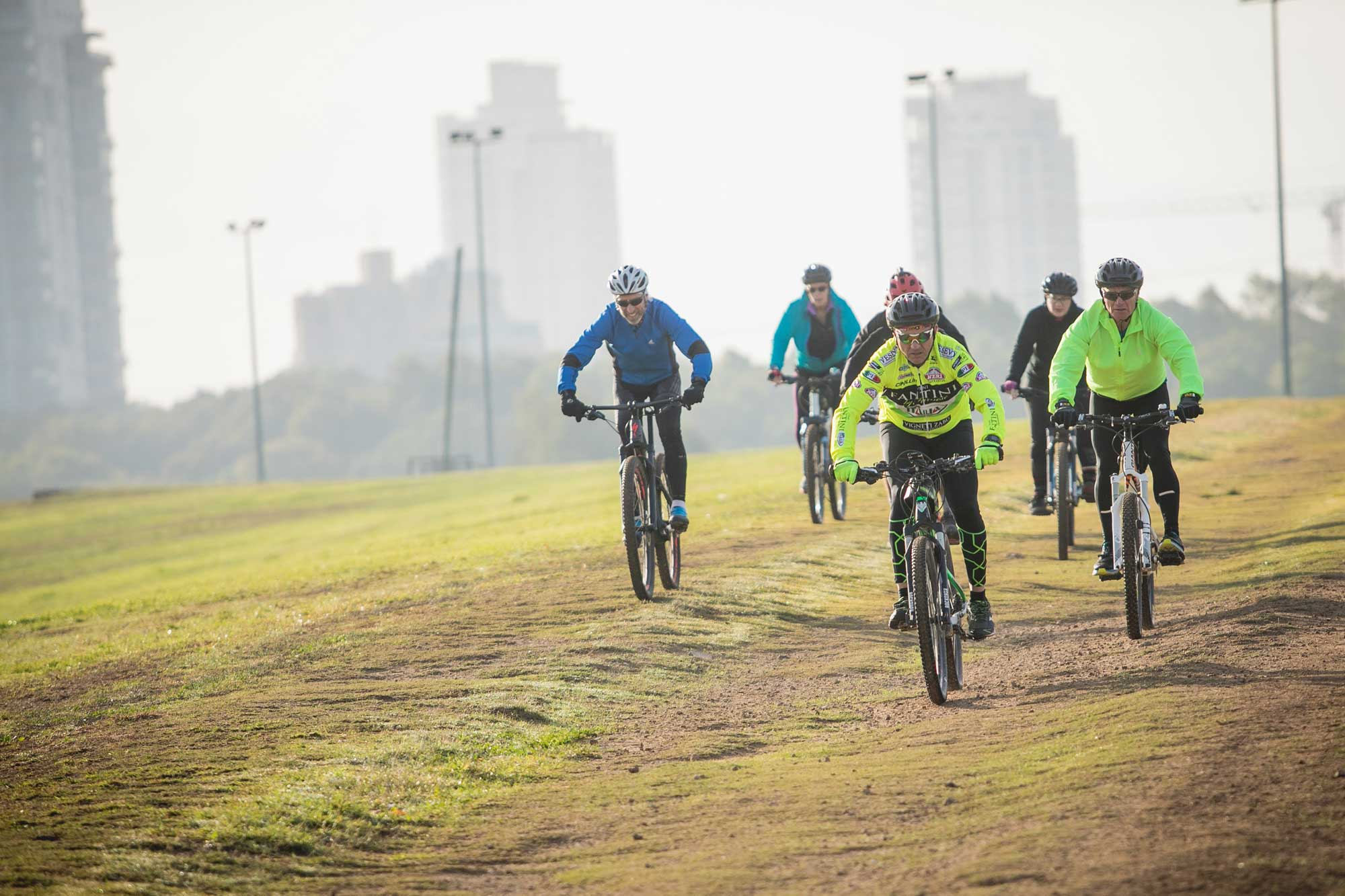 חוד רכיבה על אופניים בפארק הירקון